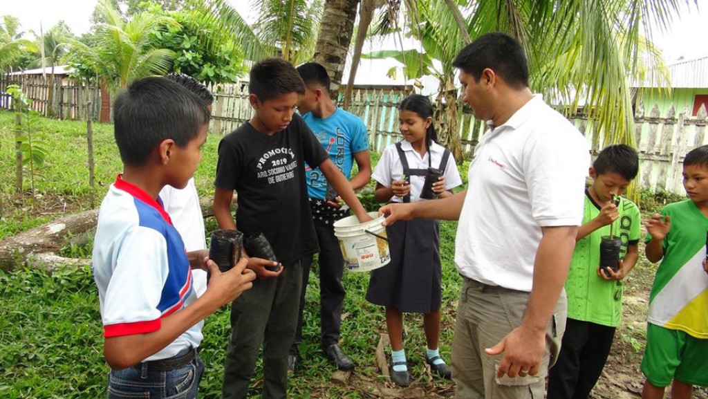 MINAGRI - PEDAMAALC Capacitó en Manejo de Vivero a Estudiantes de Primaria del Centro Poblado de Santa María.